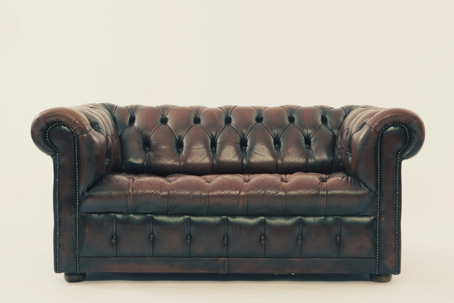 Living Room And Board Furniture- How To Choose The Right One?